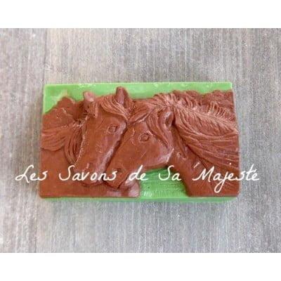 Savon-majeste-artisanl-cheval-brun-enfant-huile-olive-400x400