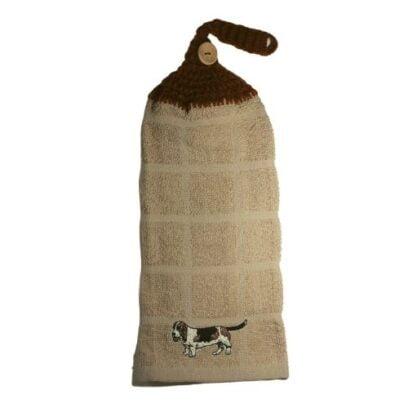 serviette brodé avec motif de chien basset